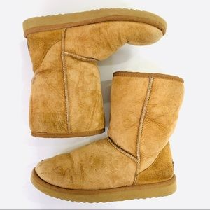 UGG Boots Classic Short Chestnut Size 7W